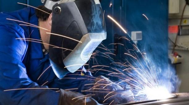 La producción industrial se desplomó otro 9% en febrero — Sin brotes verdes