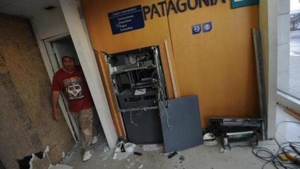Intentaron robar un cajero haciéndolo explotar