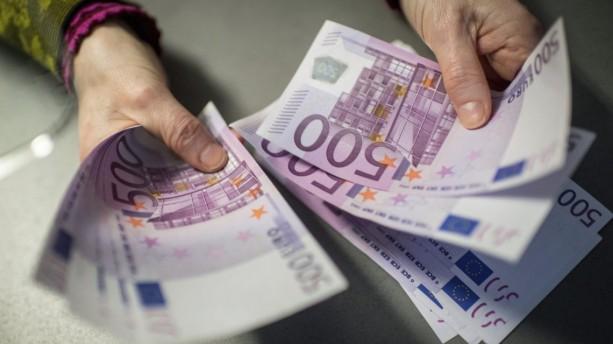La increíble historia de los inodoros atascados con billetes de 500 euros