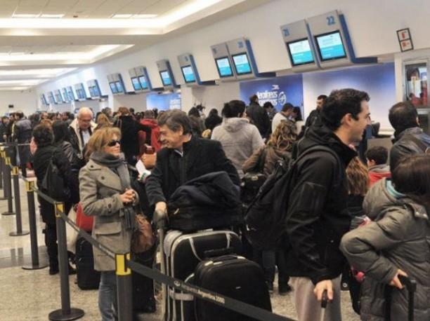 Atención: 20 vuelos cancelados de Aerolíneas y Austral