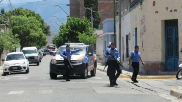 Policías dispararon balas de sal a un grupo de egresados — Catamarca