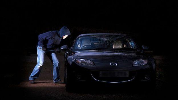 ¿Por qué envolver las llaves del carro en papel de aluminio?